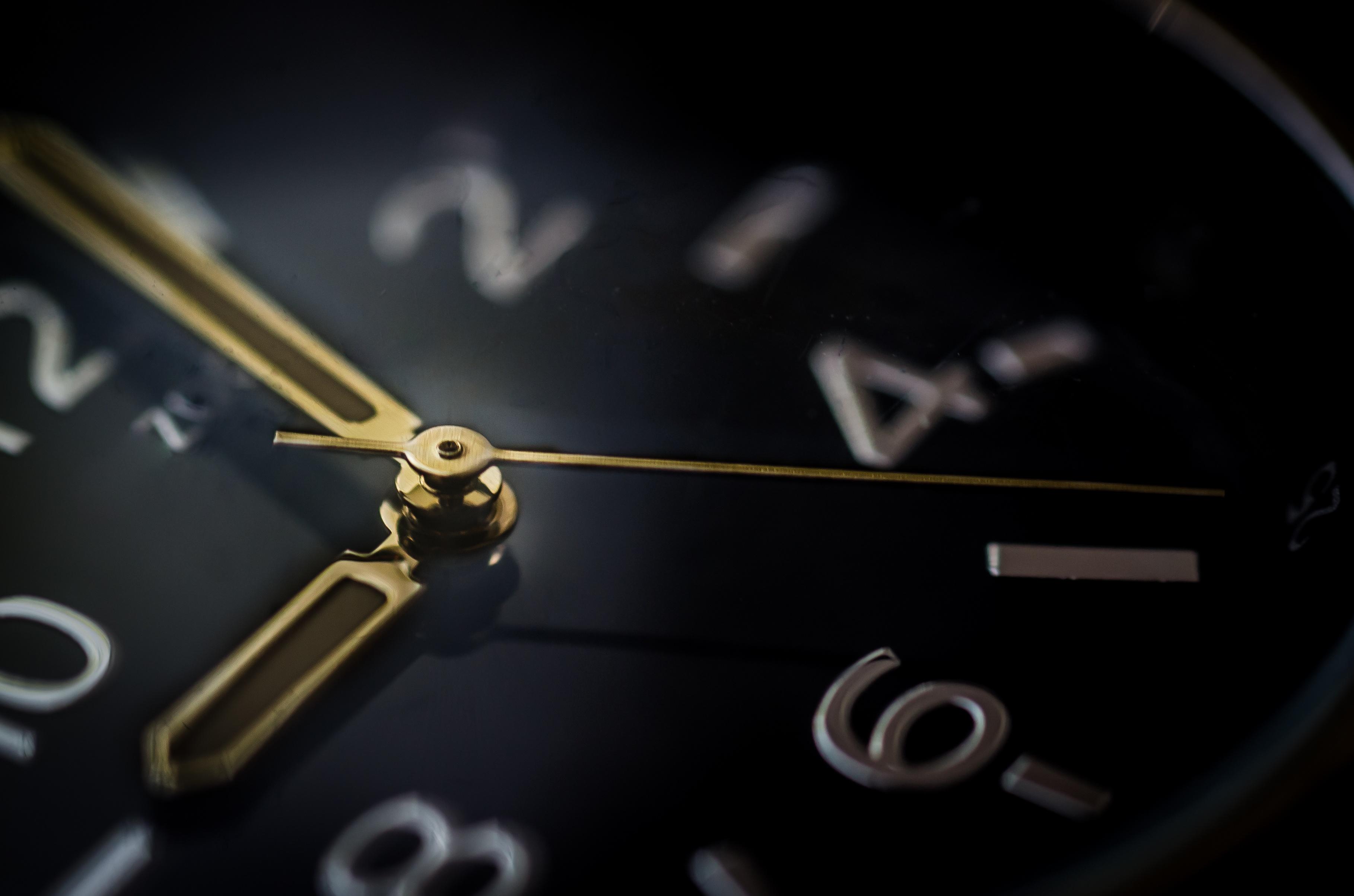 glass-time-watch-business.jpg